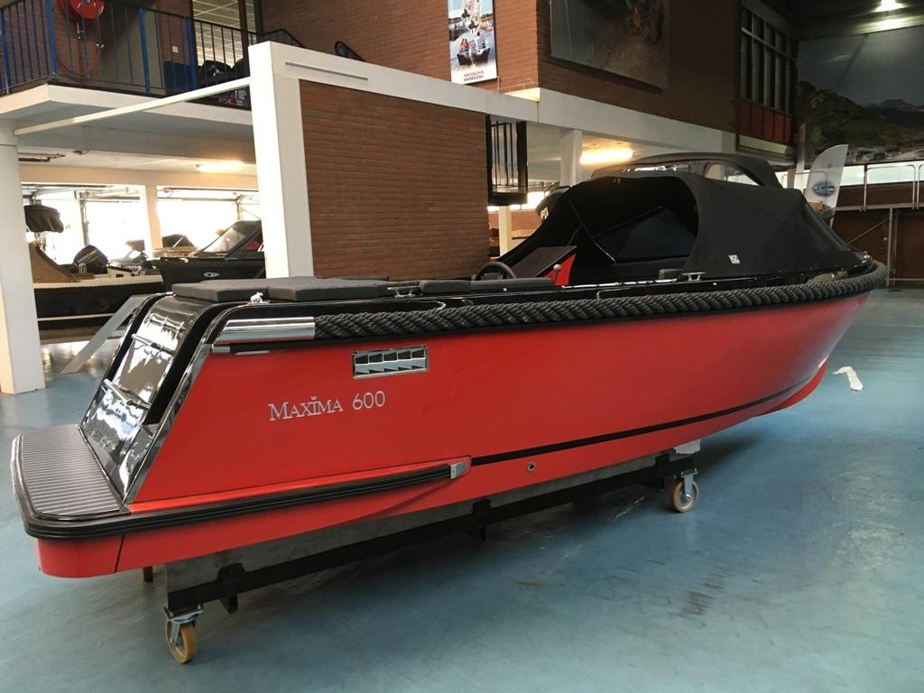 Maxima 600 tender zwart/rood met Honda 20 pk 11