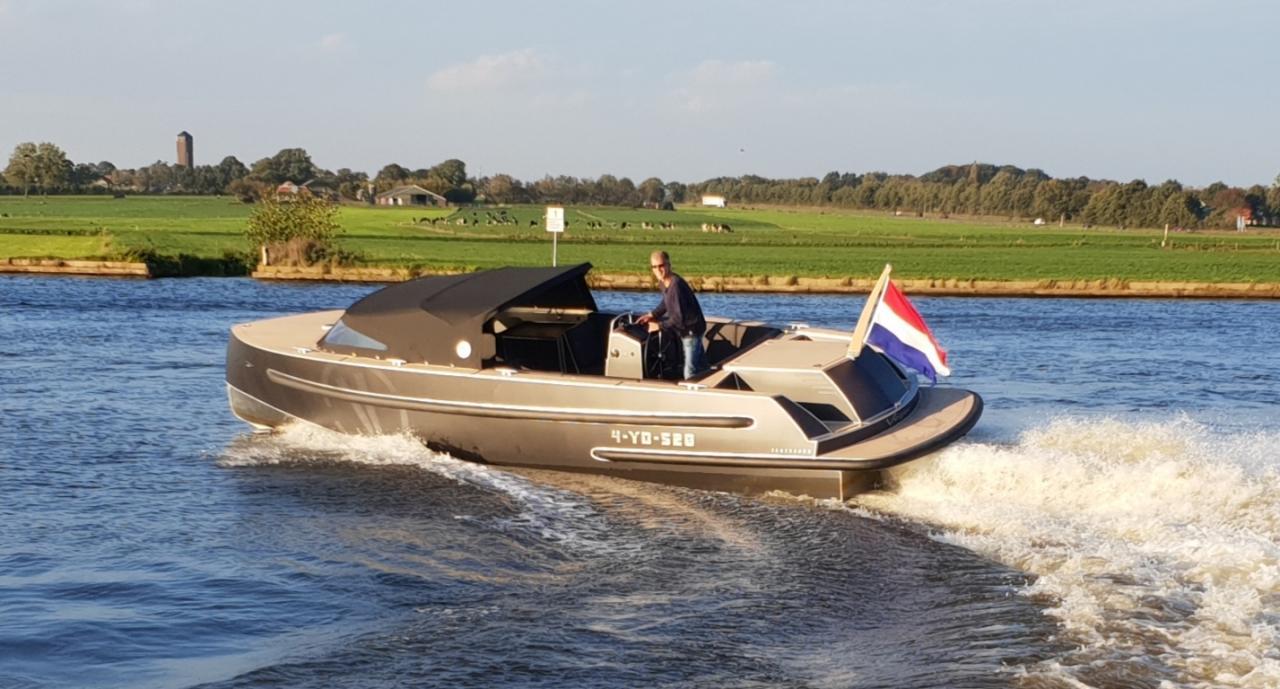 VanVossen Tender 888 (sport) 1