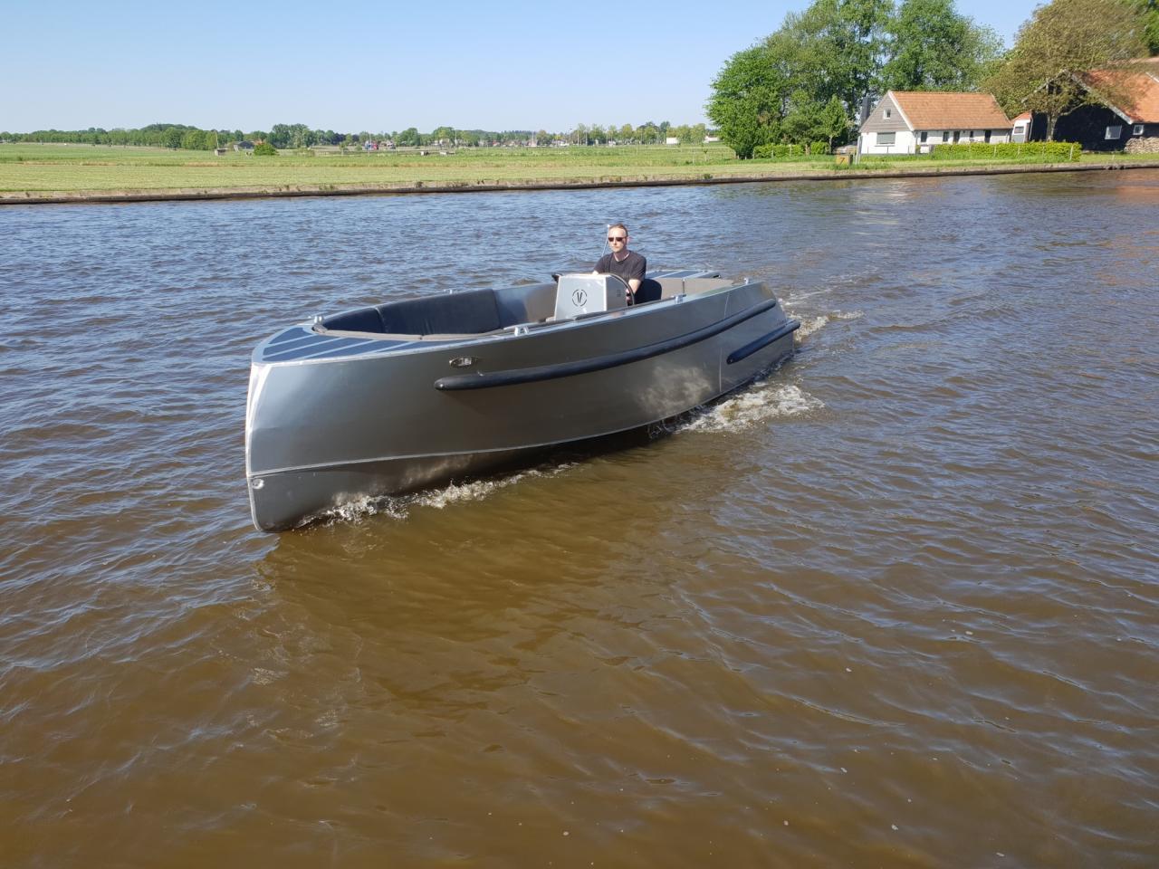 VanVossen Tender 670 aluminium 9