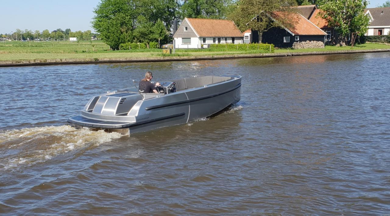 VanVossen Tender 670 aluminium 10