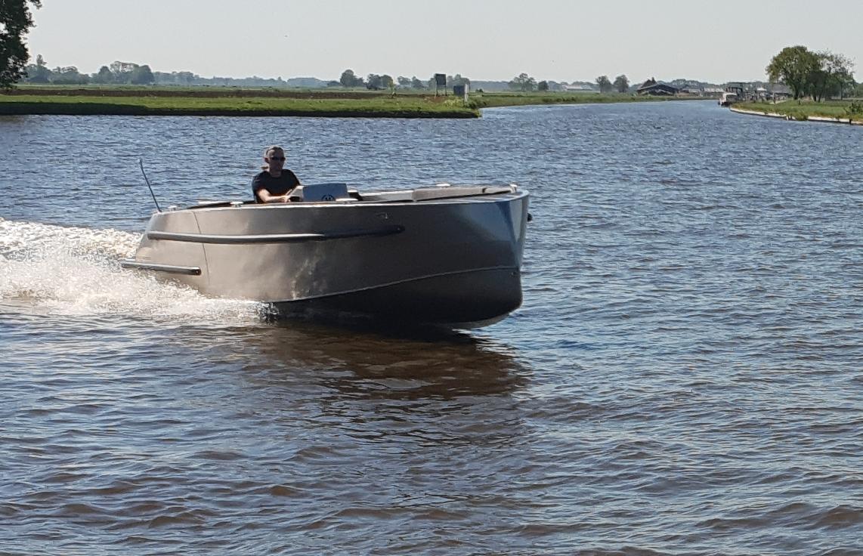 VanVossen Tender 670 aluminium 11