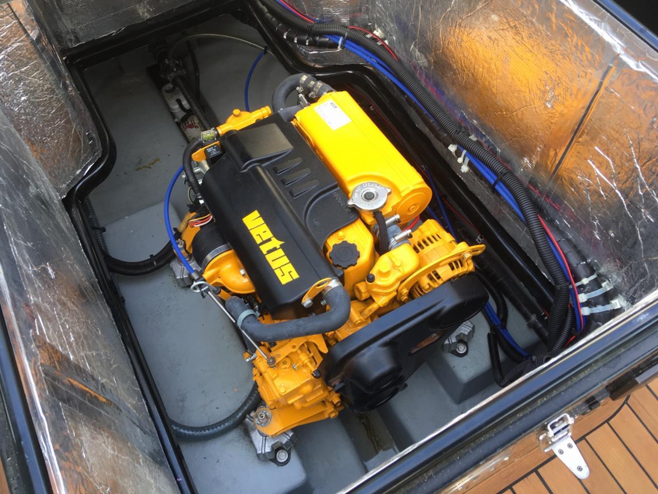 Stout 750 sloep met Vetus 27 pk dieselmotor 9