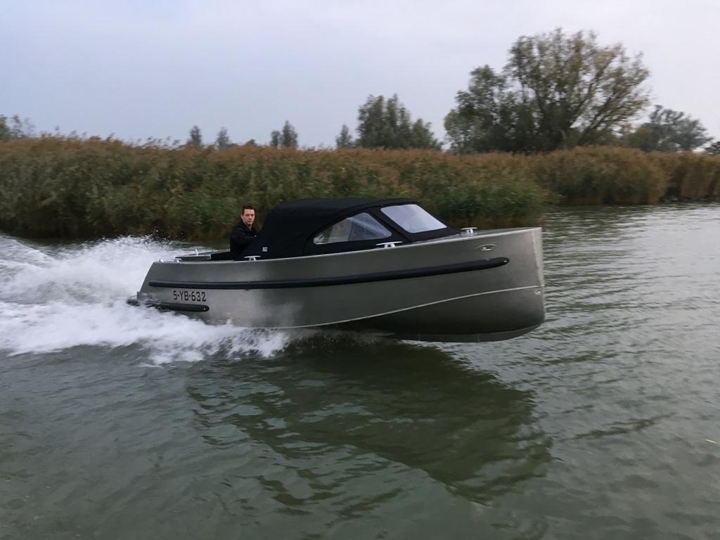 VanVossen Tender 600 sport met Honda 50 pk 6