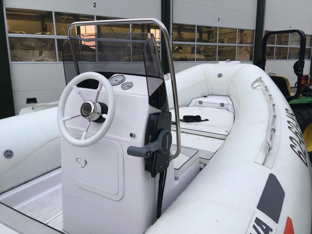 Selva 490 wit met Suzuki 90 pk 7