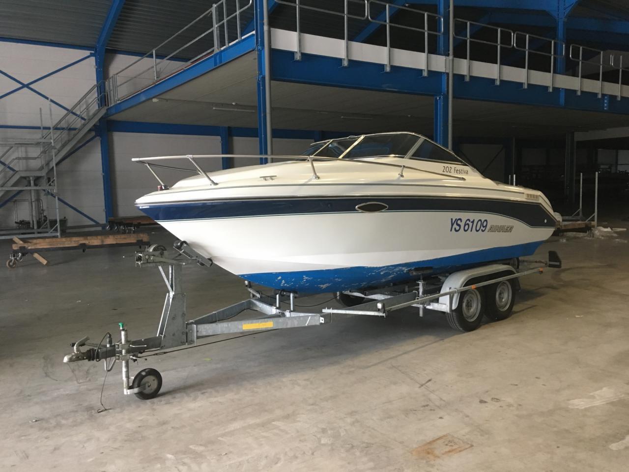 Rinker 202 Festiva met Mercruiser 4.3 liter LX 5