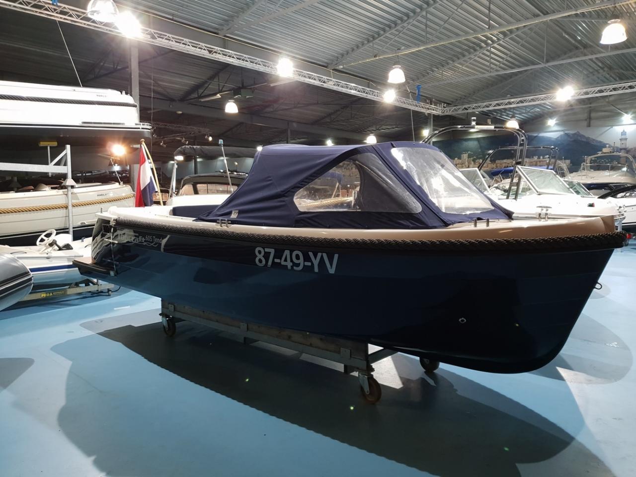 Topcraft 605 tender met Yamaha 50 pk nieuwstaat! 14