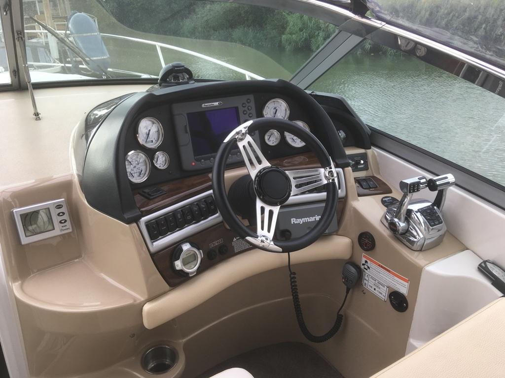 Four Winns V318 met 2 x Mercruiser 5.7 liter MPI 300 pk 6
