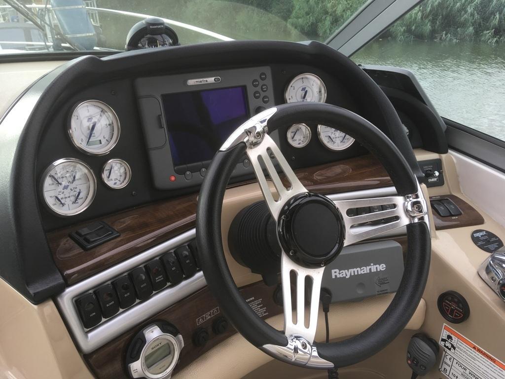 Four Winns V318 met 2 x Mercruiser 5.7 liter MPI 300 pk 10
