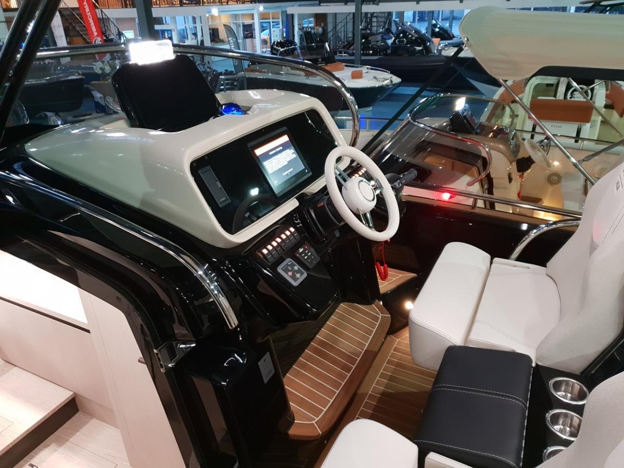 Invictus 320 GT met 2 x Volvo Penta 350 pk! 21