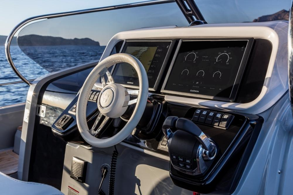 Invictus 370 GT sportcruiser leverbaar! 20