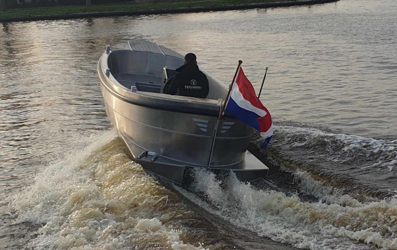 VanVossen Sloep 700 1
