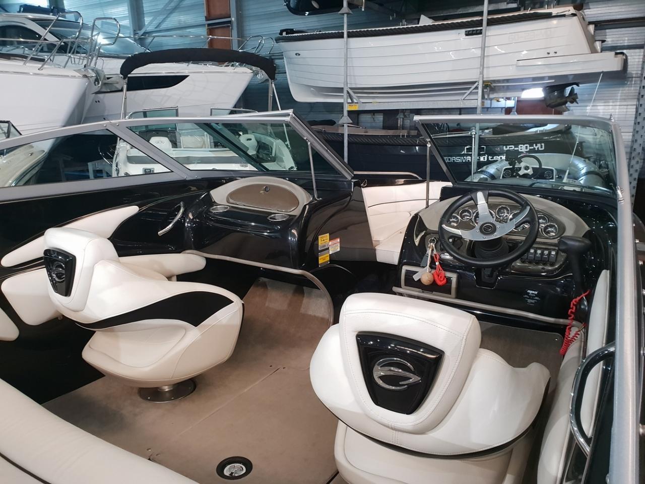 Crownline speedboot met Mercruiser 5 liter V8 motor 3
