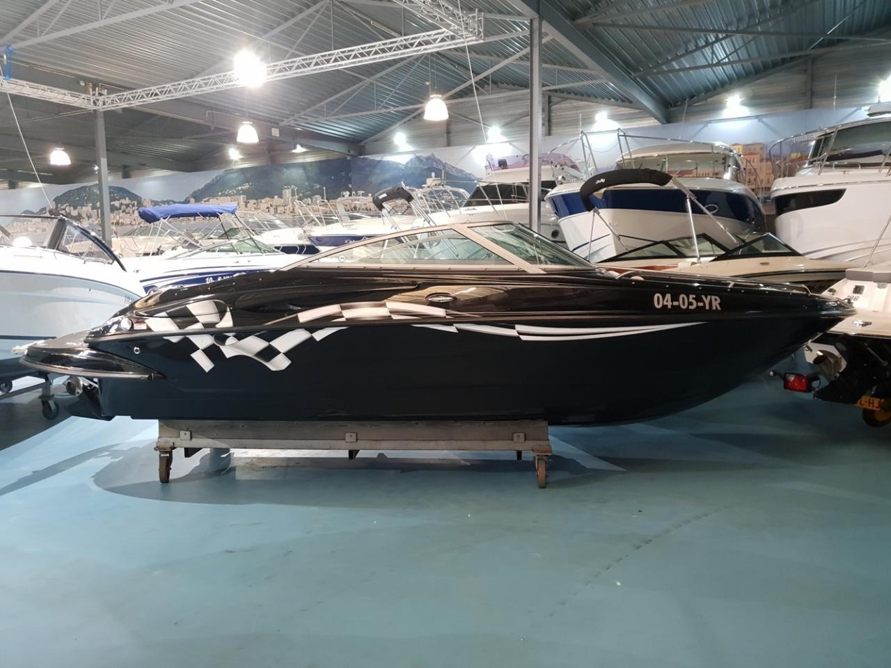 Crownline speedboot met Mercruiser 5 liter V8 motor 1