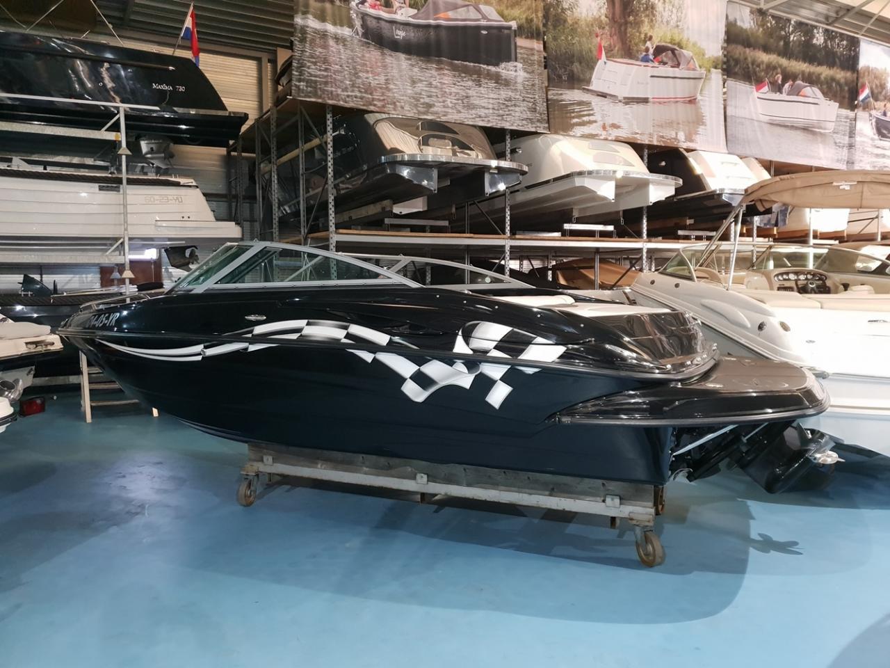 Crownline speedboot met Mercruiser 5 liter V8 motor 2