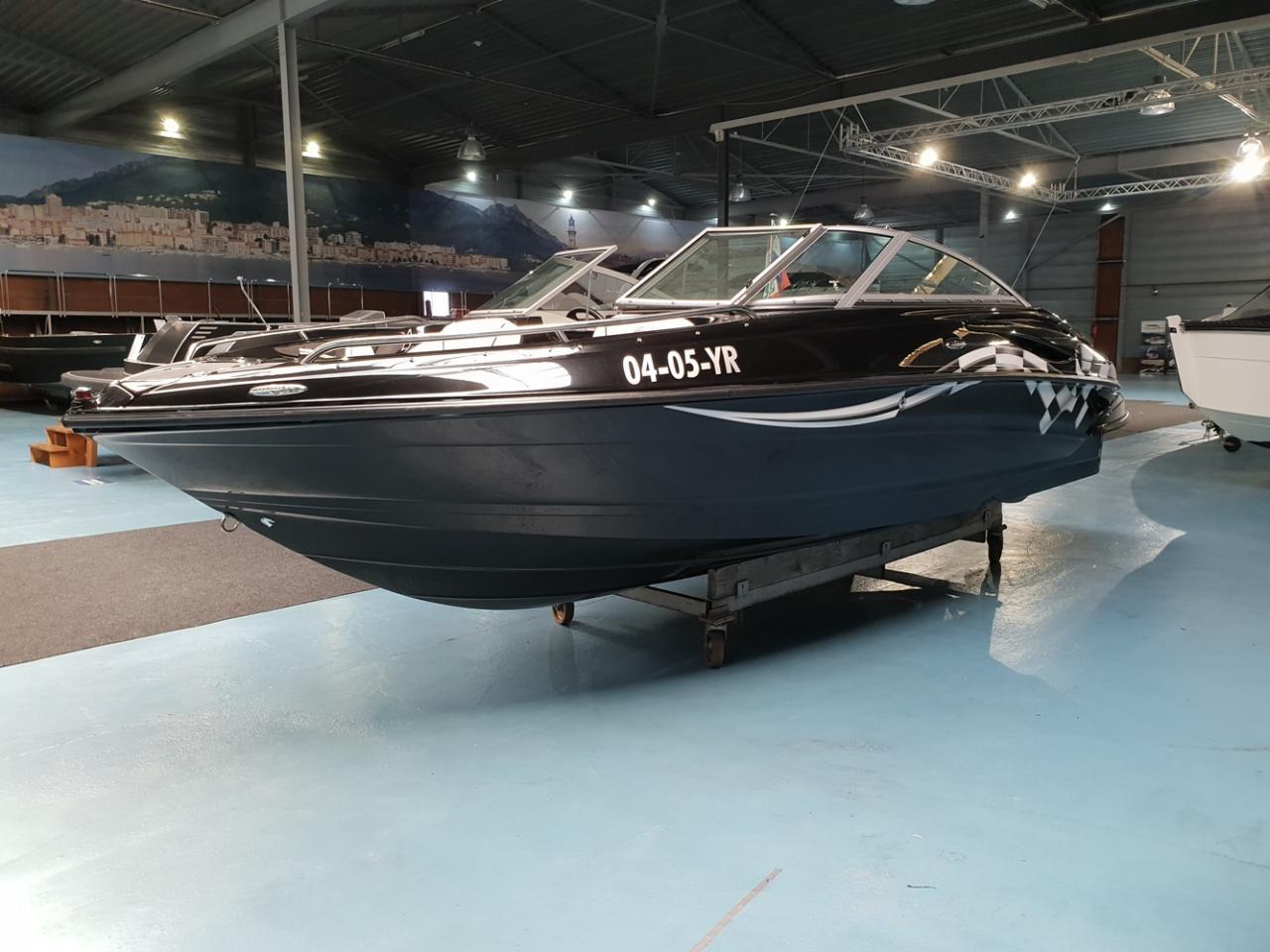 Crownline 220 met Mercruiser 5 liter V8 260 pk 1