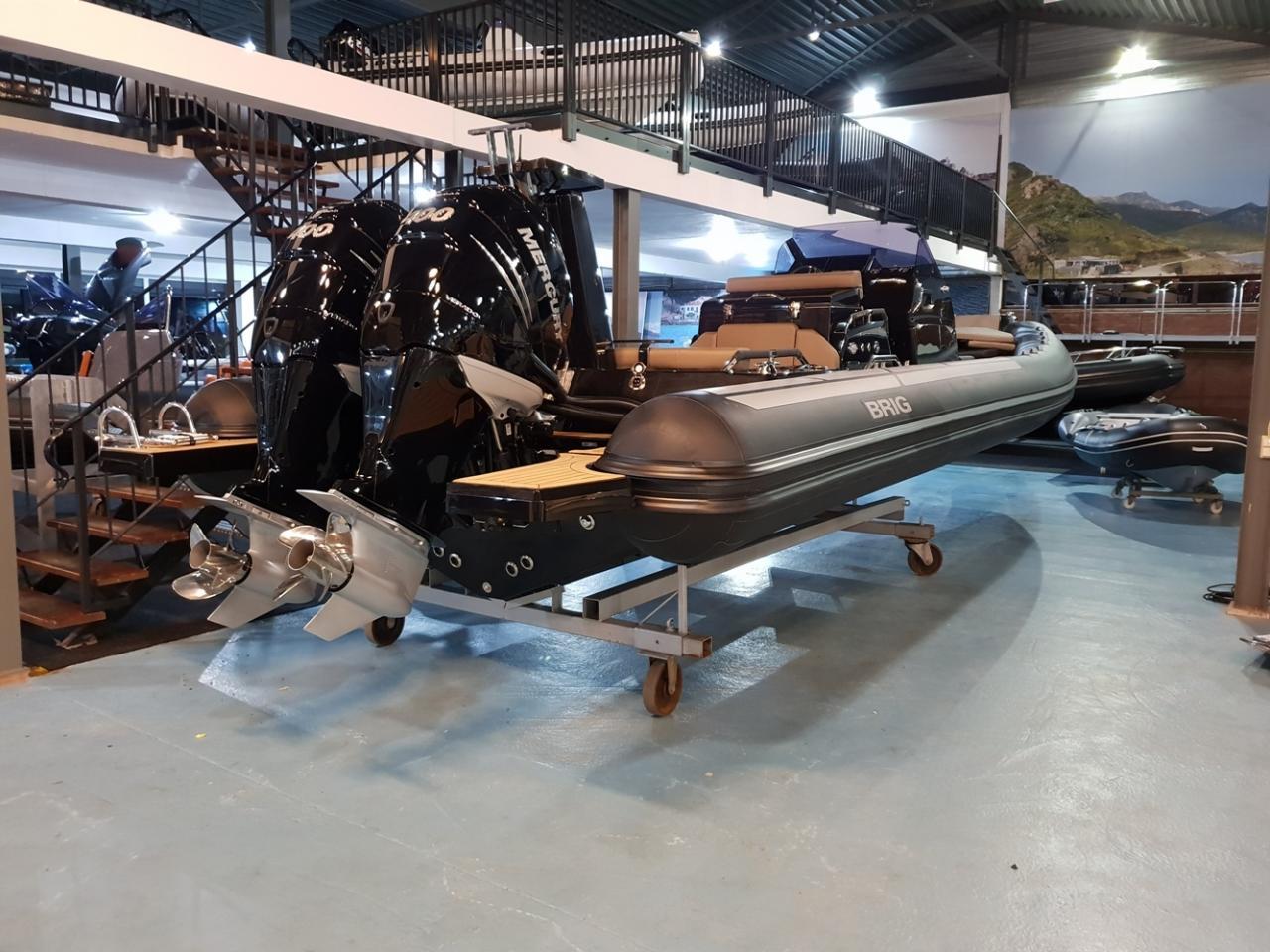 Brig Eagle 10 met 2 x Mercury Verado 400 pk! 2