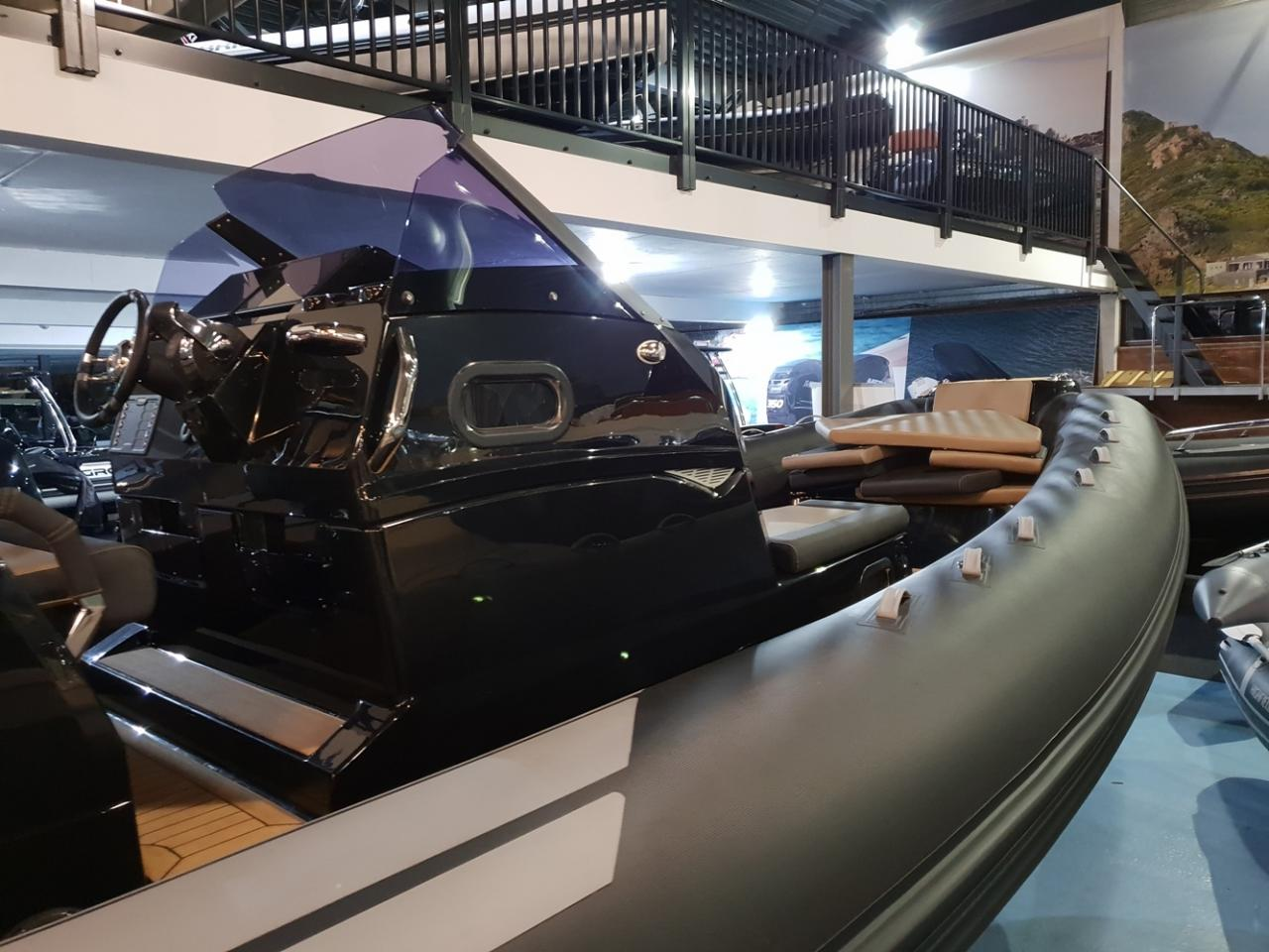 Brig Eagle 10 met 2 x Mercury Verado 400 pk! 8