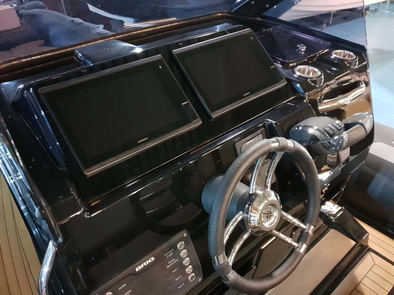 Brig Eagle 10 met 2 x Mercury Verado 400 pk! 12