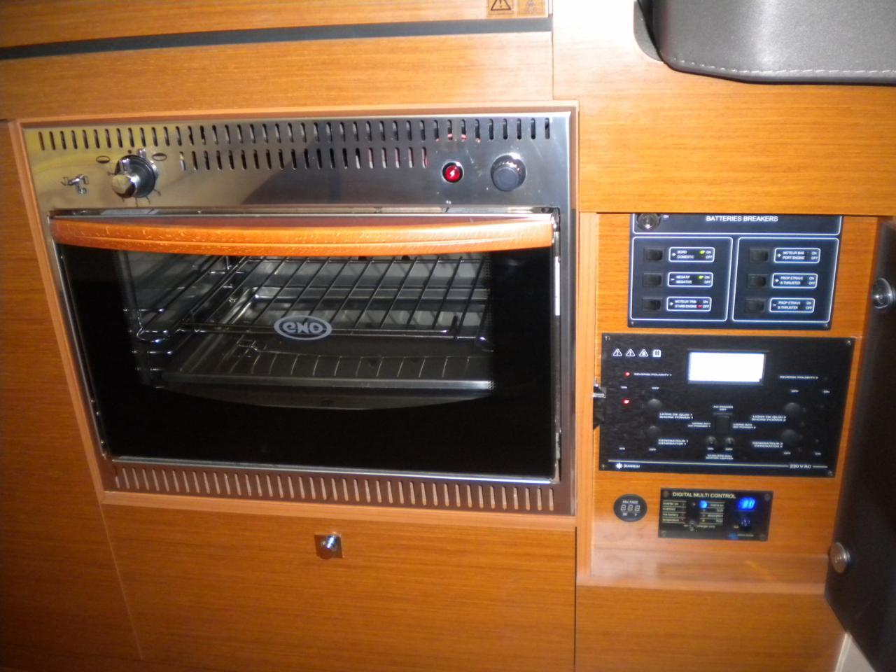 Jeanneau NC11 met Volvo Penta D6 330 pk 11