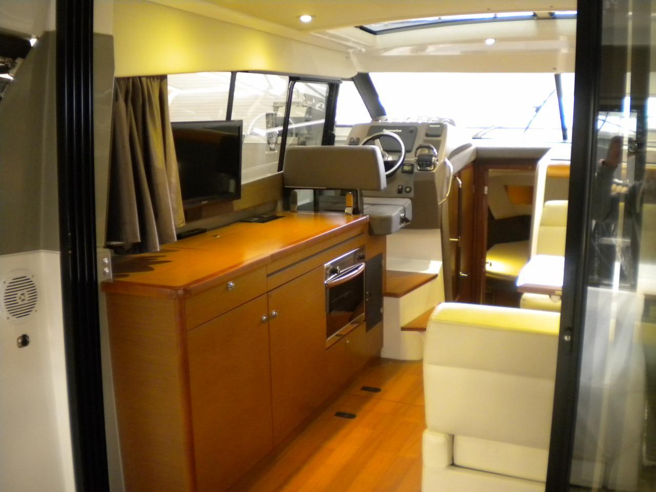 Jeanneau NC11 met Volvo Penta D6 330 pk 10