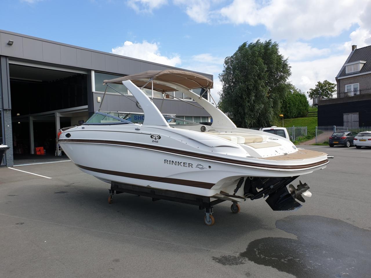 Rinker 246 speedboot met Mercruiser 5.7 MPI V8 300 pk! 3