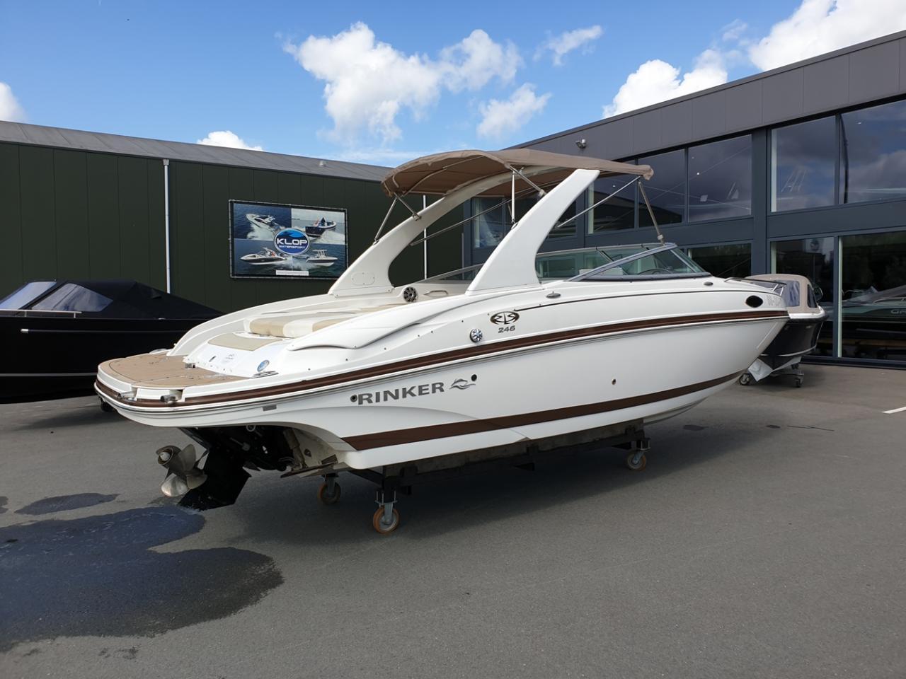 Rinker 246 speedboot met Mercruiser 5.7 MPI V8 300 pk! 4