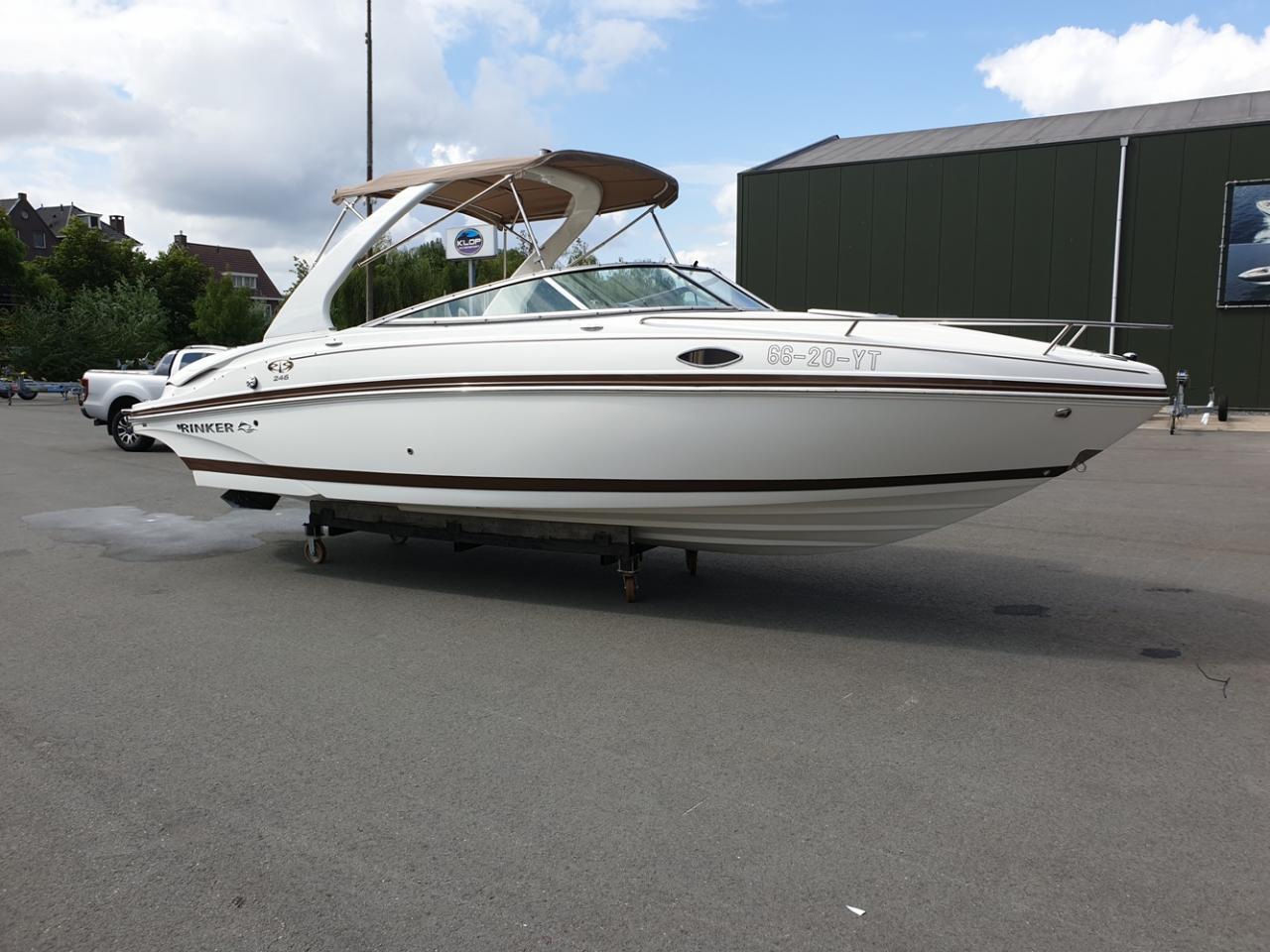 Rinker 246 speedboot met Mercruiser 5.7 MPI V8 300 pk! 1