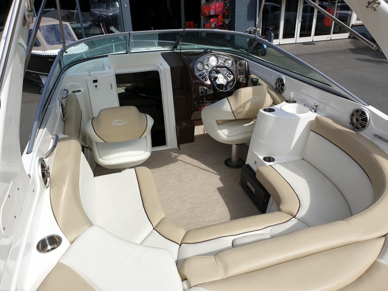 Rinker 246 speedboot met Mercruiser 5.7 MPI V8 300 pk! 6