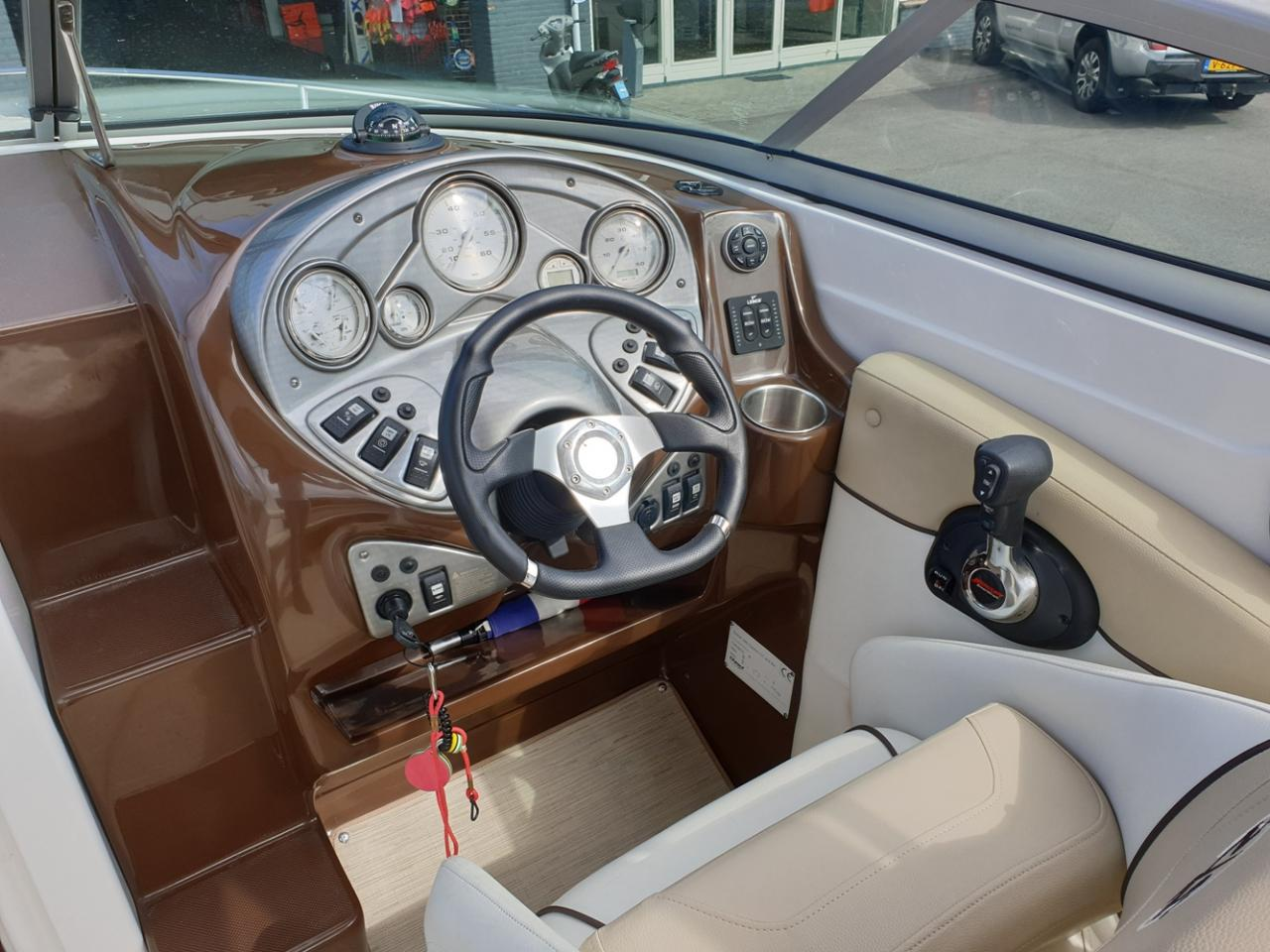 Rinker 246 speedboot met Mercruiser 5.7 MPI V8 300 pk! 7