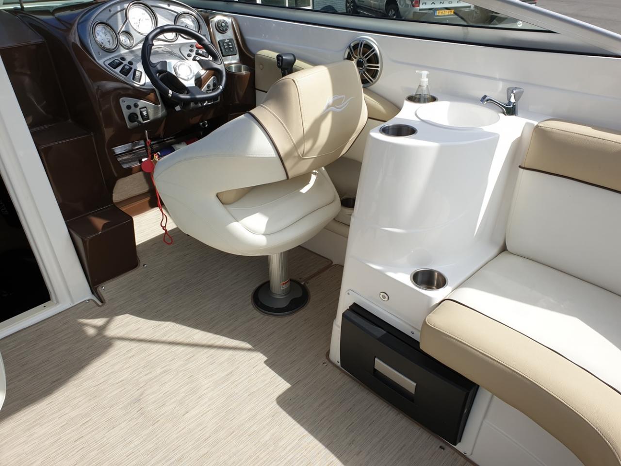 Rinker 246 speedboot met Mercruiser 5.7 MPI V8 300 pk! 8